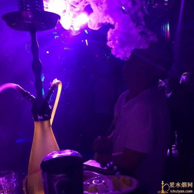 酒吧吸的烟雾是什么